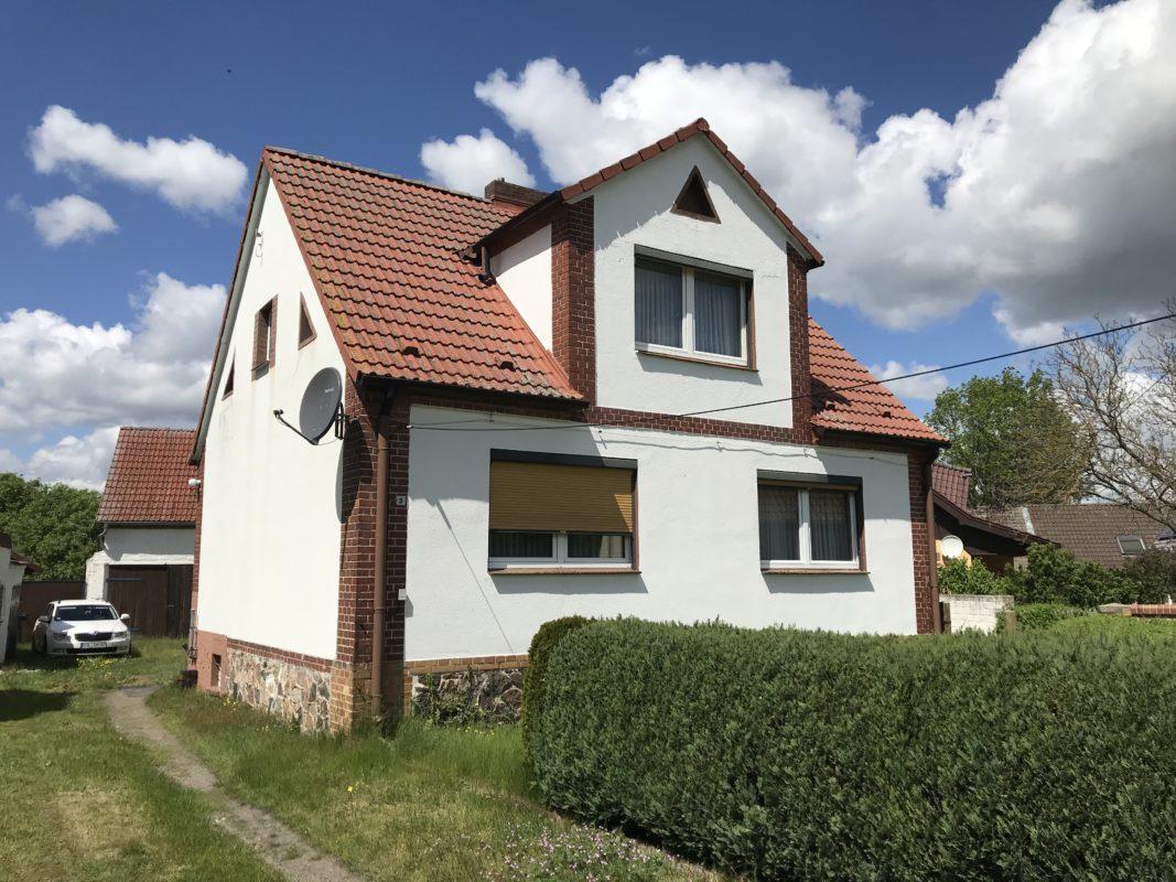 Wohnhaus mit Nebengebäude in Rettchensdorf
